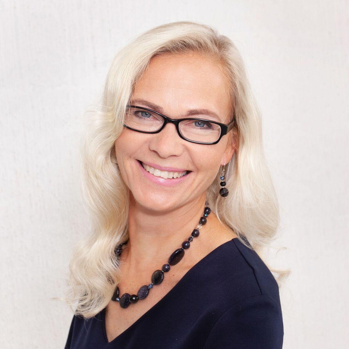 Jaana Villanen, arvostrategi, palvelu- ja liiketoimintavalmentaja, tietokirjailija, sparraaja, puhuja ja #Wgh19 päälavan juontaja.